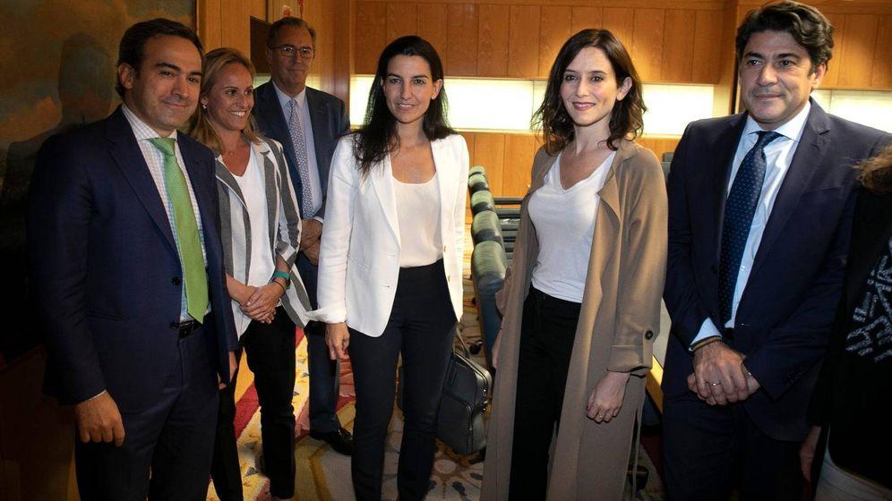 Foto: Rocío Monasterio (izquierda) con Isabel Díaz Ayuso