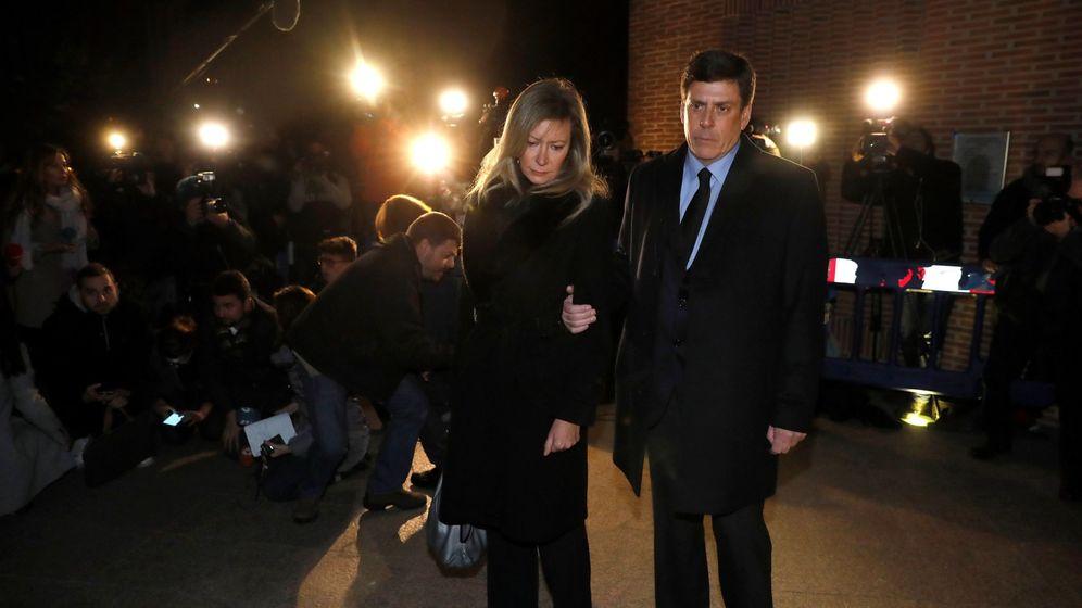 Foto:  Los padres de Diana Quer a su llegada al funeral que se celebra por su hija este miércoles en Pozuelo. (EFE)