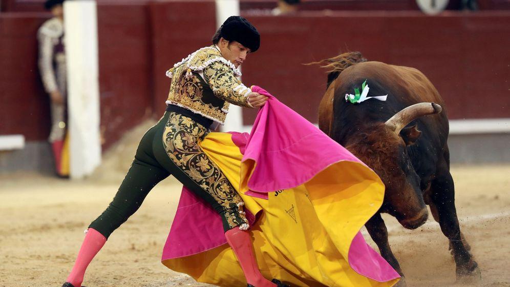 Foto: El diestro José Garrido, durante el séptimo festejo de la Feria de San Isidro. (EFE)