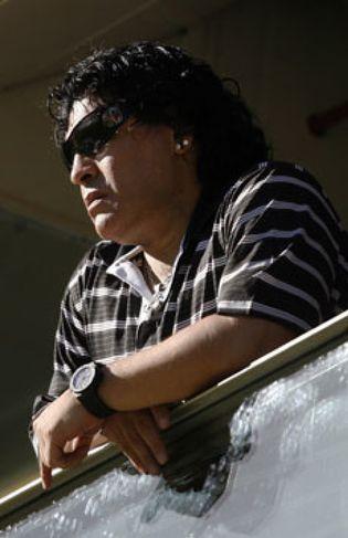 Foto: Operan a Maradona tras ser mordido en la cara por uno de sus perros
