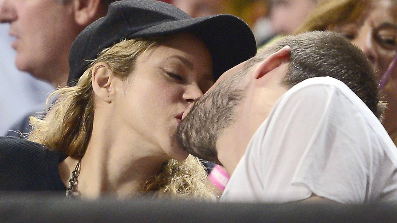 Piqué y Shakira se funden en un beso en una imagen de archivo. (Gtres)