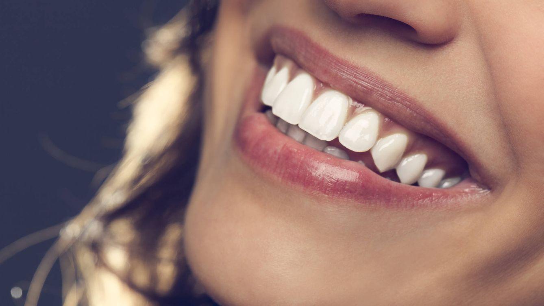 Los mejores consejos para mantener tus dientes blancos con métodos caseros