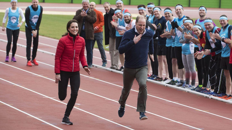 Los duques de Cambridge, durante los entrenamientos del maratón de Londres. (EFE)