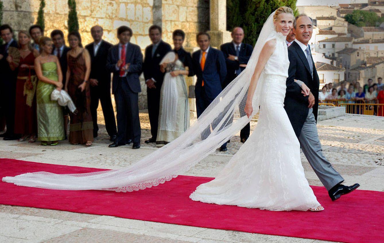 Foto: Rafael del Pino y su mujer, Astrid Gil-Casares, en su boda en 2006 en Chinchón, Madrid