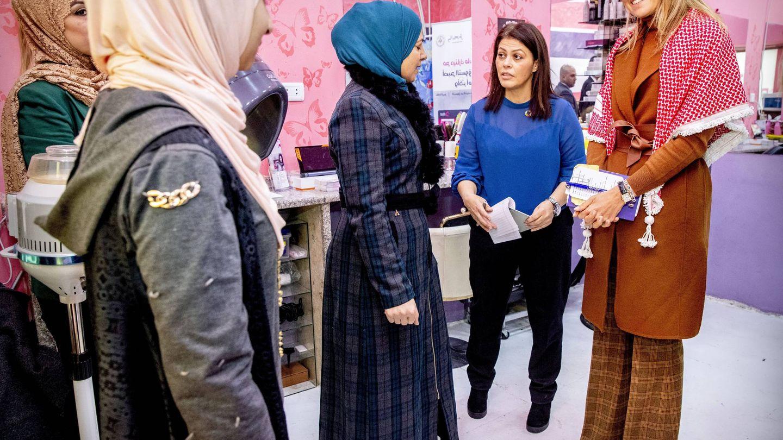 La reina Máxima durante su visita a mujeres empresarias en Zarqa. (Cordon Press)
