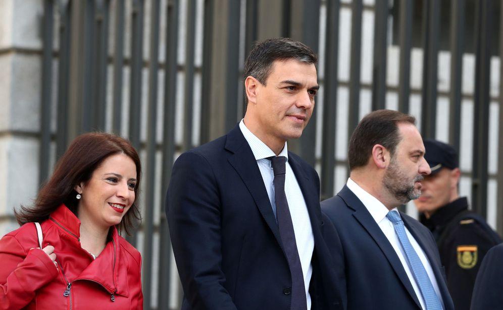 Foto: Pedro Sánchez, con Adriana Lastra y José Luis Ábalos, el pasado 1 de junio llegando al Congreso. (Reuters)