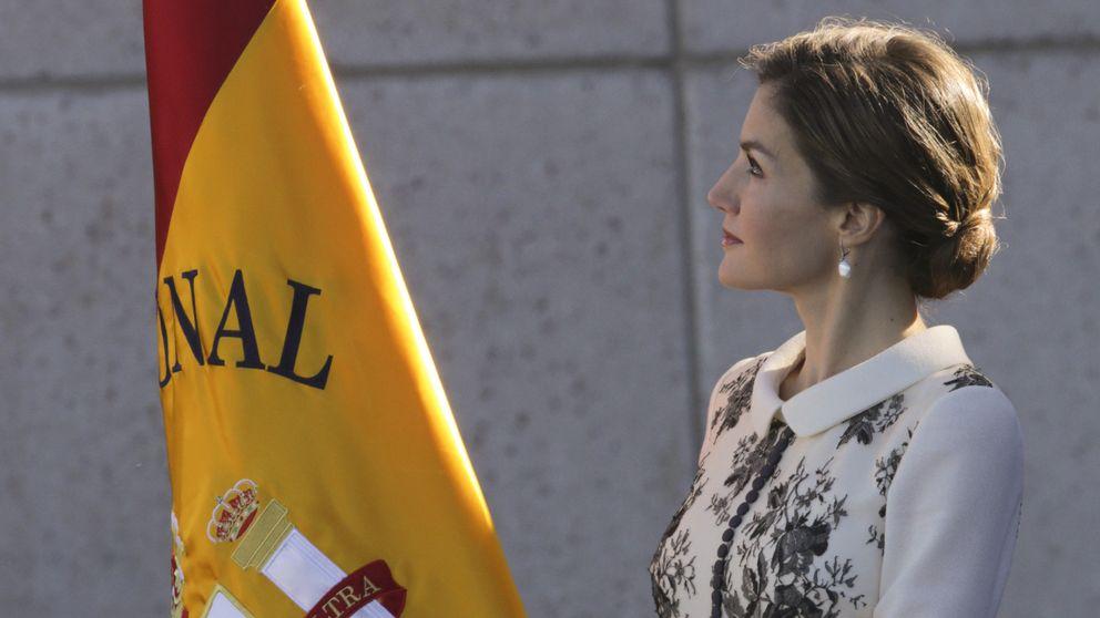 La Reina Letizia entierra la tradición de la peineta y la mantilla