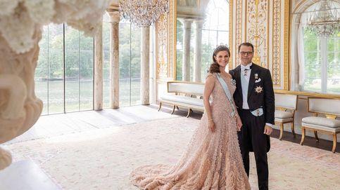 Con tiara y su vestidazo preboda de Elie Saab: las nuevas fotos de Victoria y Daniel de Suecia