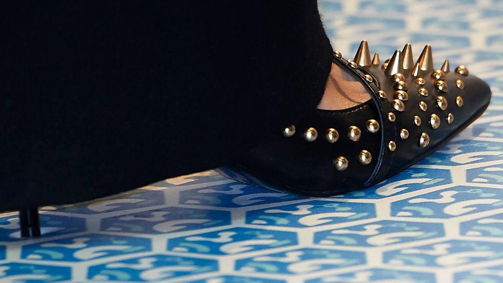 Fitur: Sabemos de dónde son los zapatos más 'punk' de Letizia