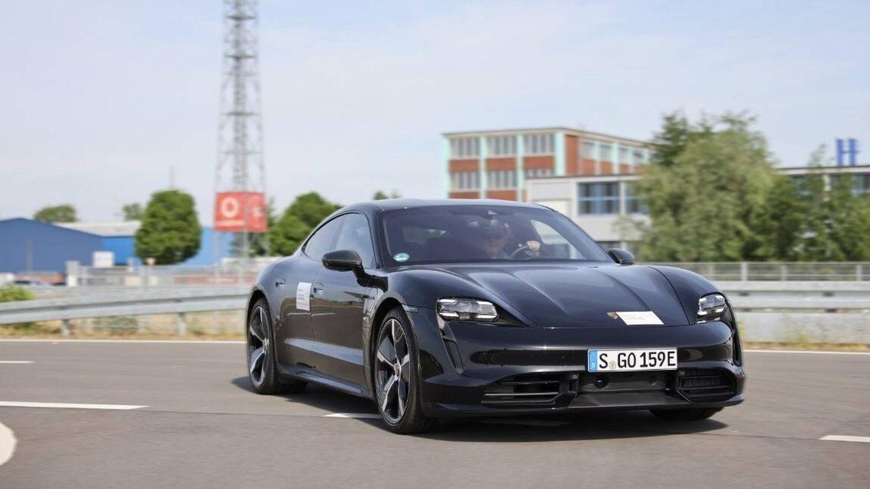 Porsche está empleando su potente deportivo eléctrico Taycan en los primeros ensayos del sistema.