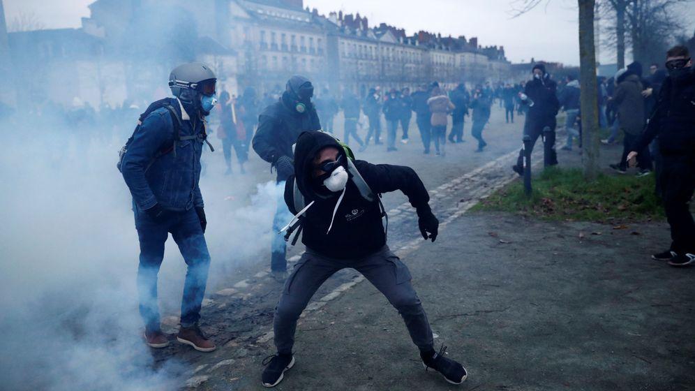 Foto: Manifestantes franceses contra la reforma de pensiones. (Reuters)