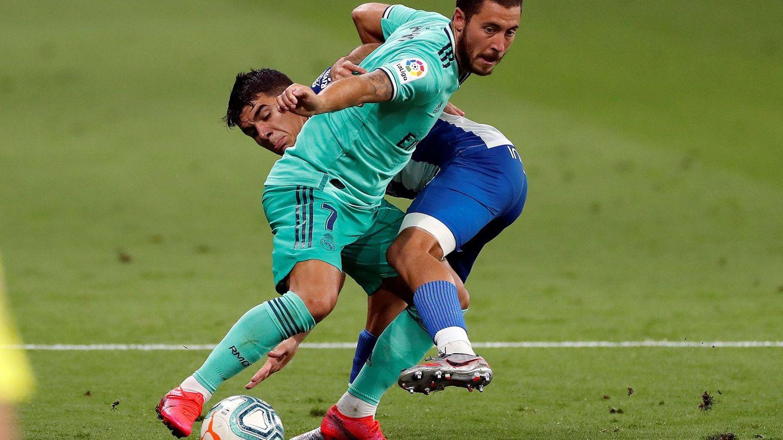 Hazard, en un regate, durante el partido entre el Espanyol y el Real Madrid. (Efe)