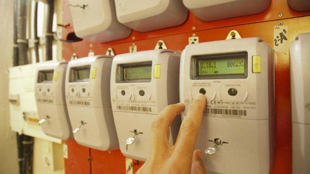 Foto: Las multas por trucar el contador de la luz son de 1.500 euros de media. (EFE)