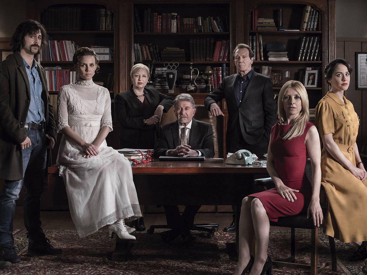 Foto: El elenco de actores de 'El Ministerio del Tiempo', en la tercera temporada.