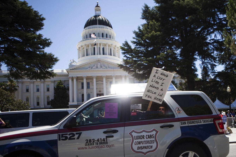 Foto: Protestas de los conductores de taxi en EEUU contra empresas como Uber. (Reuters / Max Whitaker)