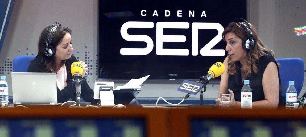 Foto: Pepa Bueno durante una entrevista con Susana Díaz (Efe)