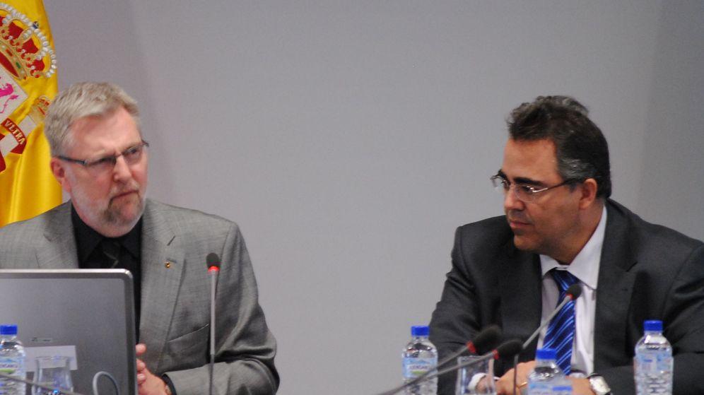 Foto: El presidente del INE, Gregorio Izquierdo (d), y el director general de Eurostat, Walter Radermacher. (Revista digital del INE)