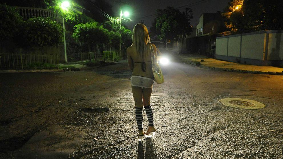 El 'parking del amor', así es el oscuro prostíbulo al aire libre de la Camorra