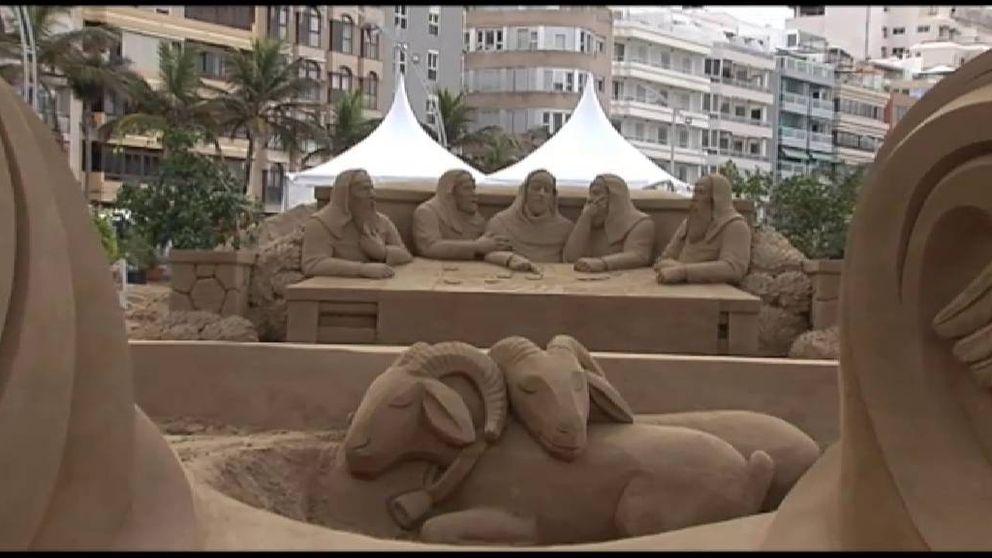 Navidad en la playa: Las Palmas luce uno de los mayores belenes de arena de Europa