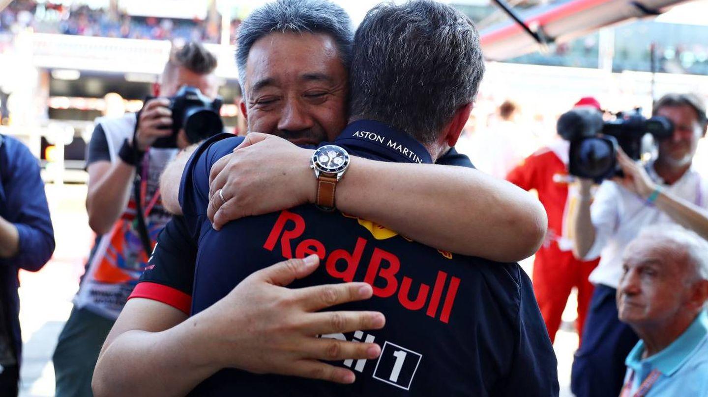 Los jefes de Red Bull y Honda abrazados en su primera victoria esta temporada. (Honda)