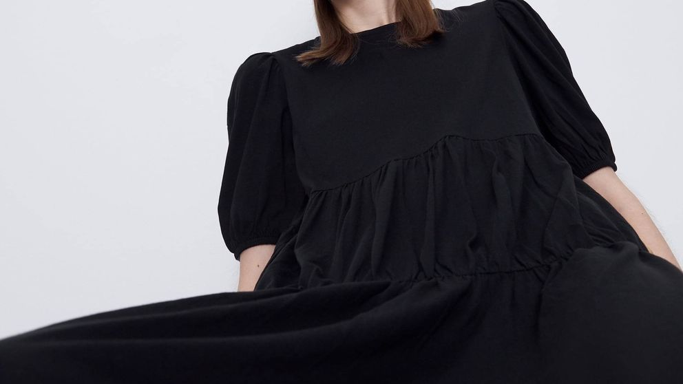 Si tienes 8 euros, este vestido negro, amplio y cómodo de Zara es tuyo