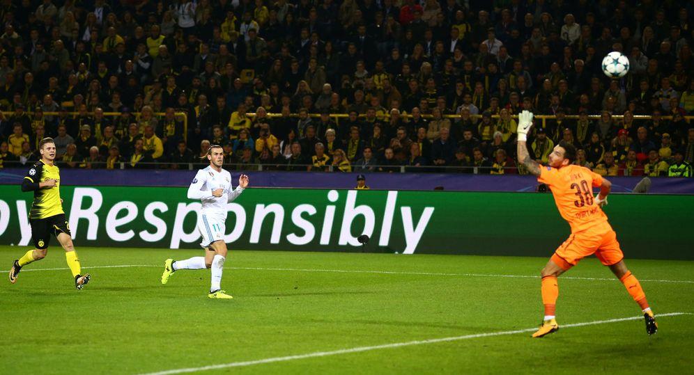 Foto: El galés remata a gol. (EFE)