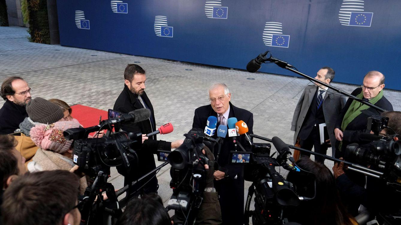 Borrell rompe la tradición y no dimitirá para liderar la campaña de las europeas