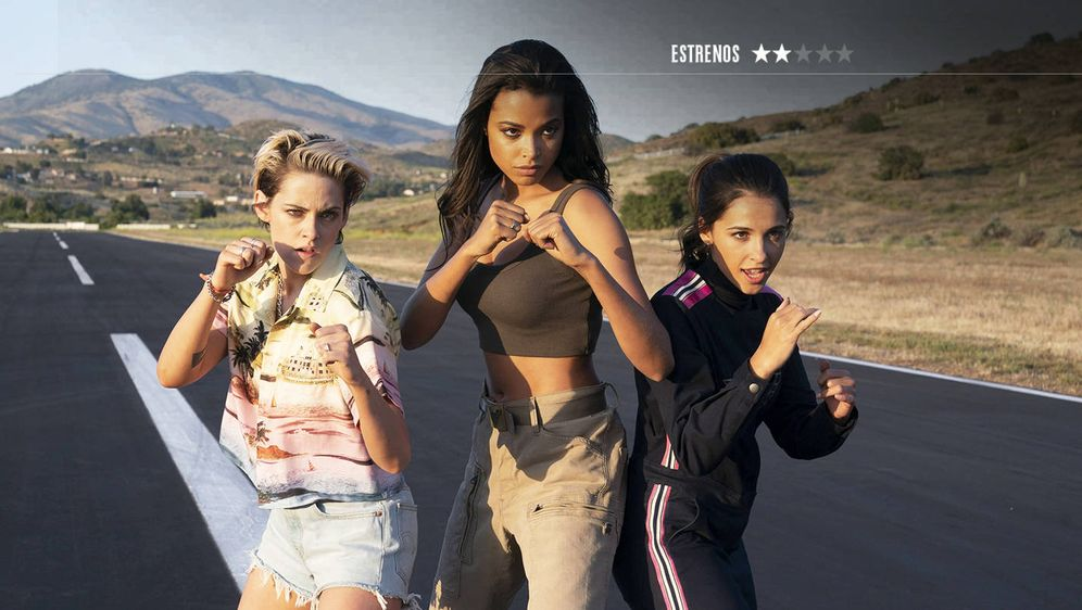 Foto: Kristen Stewart (i), Ella Balinska (c) y Naomi Scott, en 'Los ángeles de Charlie'. (Sony)