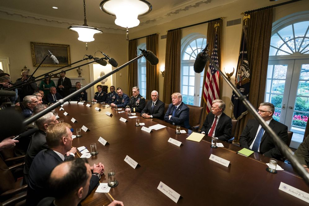 Foto: El presidente de Estados Unidos, Donald Trump, habla con los medios antes de una reunión con la alta cúpula militar en la Casa Blanca. (EFE)