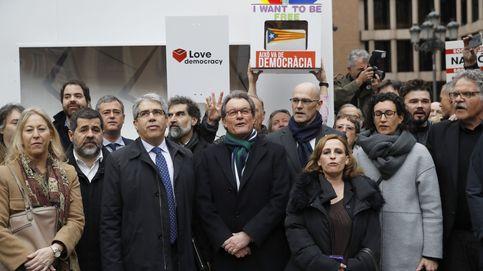Artur Mas, Rufián, Tardá... arropan a Homs en su juicio en el Supremo ante banderas de España
