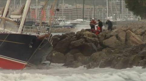 La tormenta 'Leslie' provoca que un barco quede encallado en la bahía de Palma