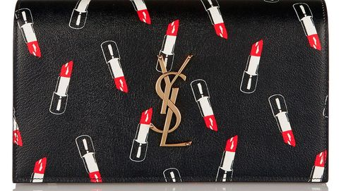 Un bolso con barras de labios con el que regresar a la adolescencia