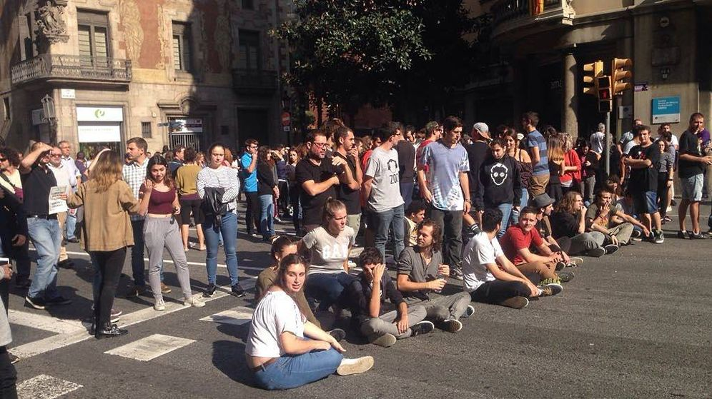 Foto: Los estudiantes cortaron varias calles en Barcelona. (Foto: AP)