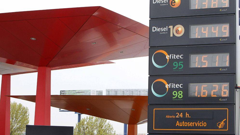 Foto: La subida del petróleo afecta principalmente al coste de las gasolinas. (EFE)