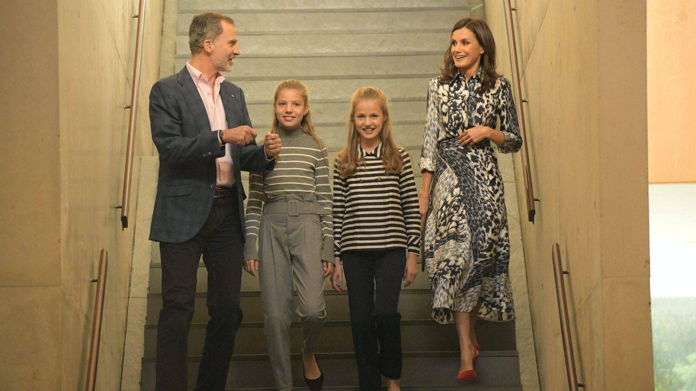 Felipe, Letizia y sus hijas, en Barcelona: nuevo acto (y más calma)