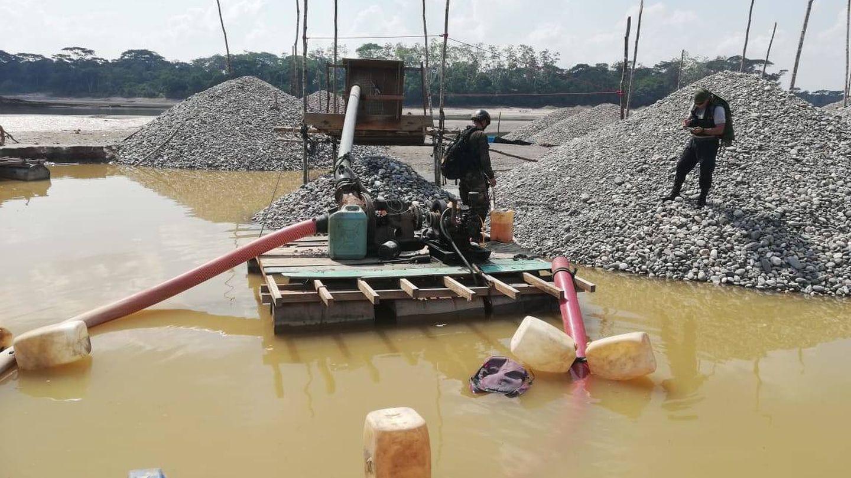 Minería ilegal en el río. (Martín Ibarrola)