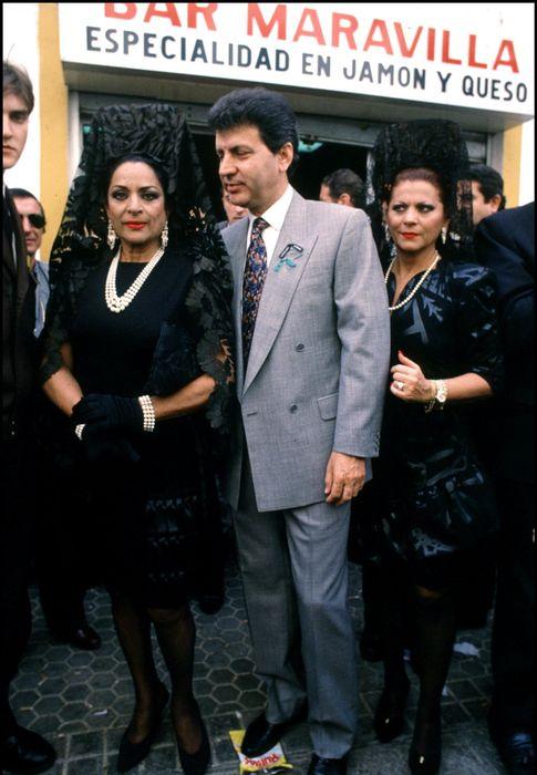 Foto: Lola Flores (izquierda), junto a su hermana Carmen (derecha), en una imagen de archivo (Gtres)