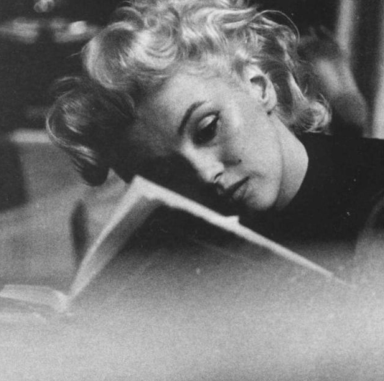 Monroe, Kardashian, Beckham, Hadid... Te decimos cuáles son los libros favoritos de las celebrities