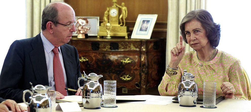 Foto: Fotografía de archivo de Rafael Spottorno (i) y la reina Sofía (EFE)