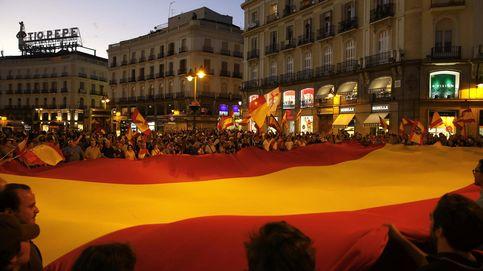 Gritos de Separatistas, terroristas en Sol contra la independencia de Cataluña