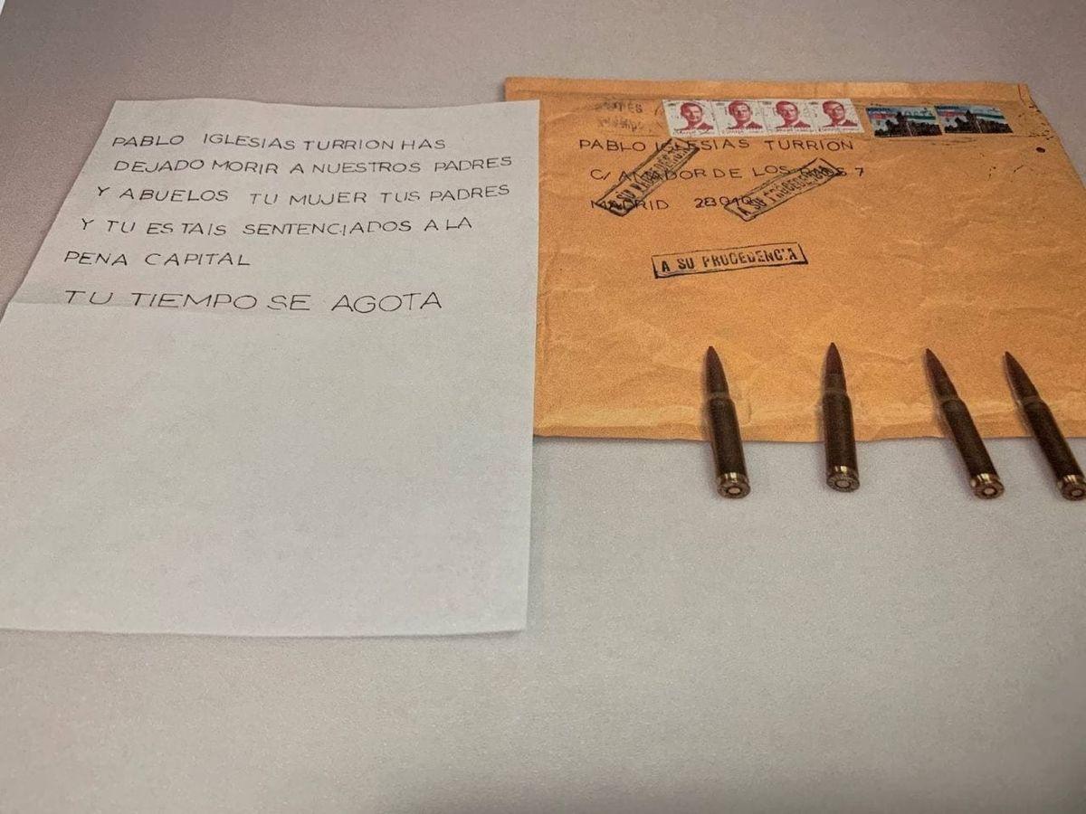 Foto: La carta recibida por Iglesias con cuatro proyectiles. (EFE)
