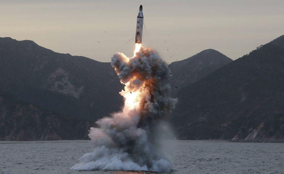 Foto: Fotografía de archivo sin fecha cedida por Corea del Norte de uno de sus misiles. (EFE)