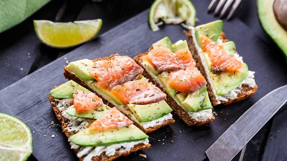 Foto: Tosta de salmón con aguacate. (iStock)