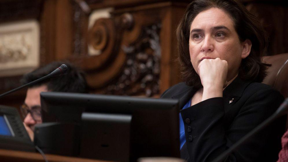 Foto: Ada Colau en un pleno del Ayuntamiento de Barcelona. (EFE)