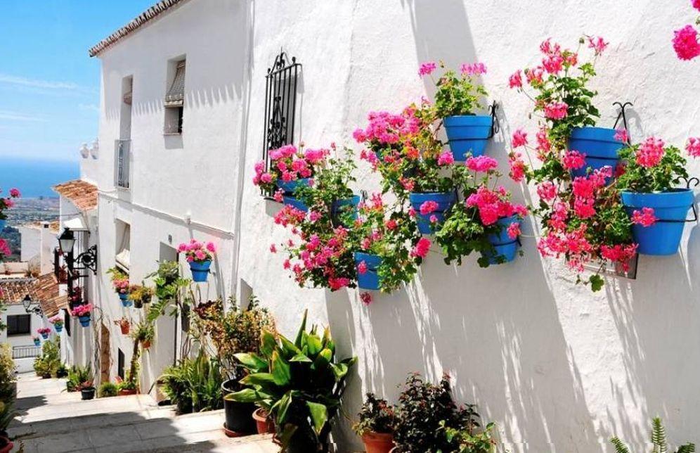 Foto: Mijas, un pueblo blanco con flores y burros-taxi. No podía ser más encantador. (Foto: Turismo Ayuntamiento de Mijas)