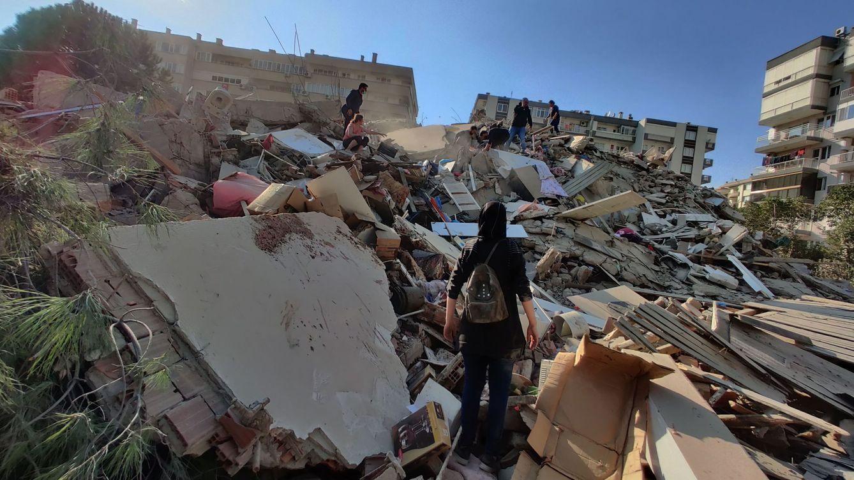 Al menos 12 muertos y más de 419 heridos tras un fuerte terremoto en Grecia y Turquía