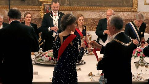 El mal rato de Letizia con su vestido: se le desabrochó en plena cena de gala