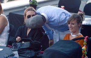 Marta Ortega, atenta madre y esposa en la hípica