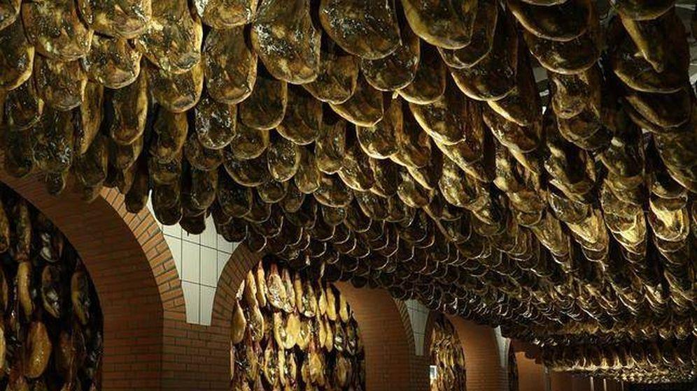 Foto: Bodega de jamones 5J en Jabugo (Huelva). (Foto: Osborne)