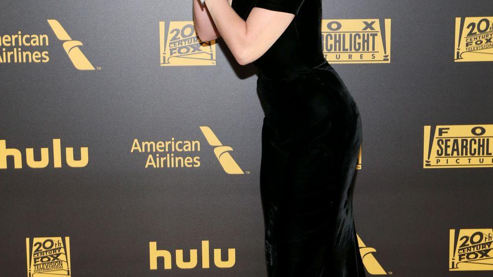 Foto: Lady Gaga besa su Globo de Oro el pasado 10 de enero en la fiesta organizada por FOX